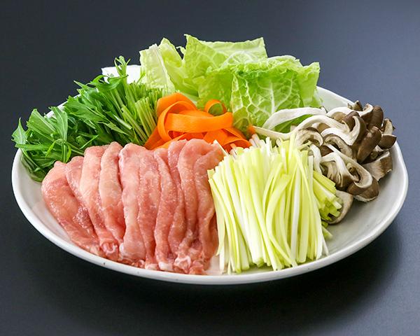 黄ニラ、豚肉,野菜の皿盛り写真